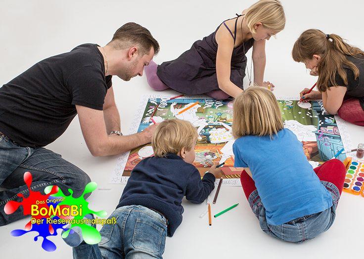 #BoMaBi - Der Riesenausmalspaß ●  Ein #BoMaBi garantiert einen ganzen Quadratmeter (841 mm x 1189 mm) stundenlangen Riesenausmalspaß für bis zu fünf Kinder gleichzeitig. ● Verschiedene bekannte Motive (Benjamin Blümchen, Bibi Blocksberg, etc.) lassen keine Langeweile aufkommen. • Naturpapier 140g/m² nimmt Farben sehr gut und direkt auf • Der Papiergrat ist so beschaffen, dass sich Kinder nicht an dem BoMaBi schneiden können ● #Malen, #Spielen, #Lernen, #joyPac®