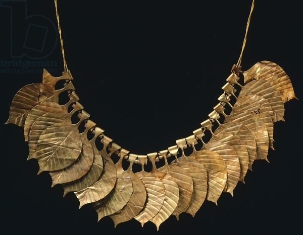 Necklace of gold leaf from Ur, Iraq. Sumerian civilization, Early Dynastic period III, 3rd Millennium BC. Artwork-location: Bagdad, National Iraq Museum (Archaeological Museum)