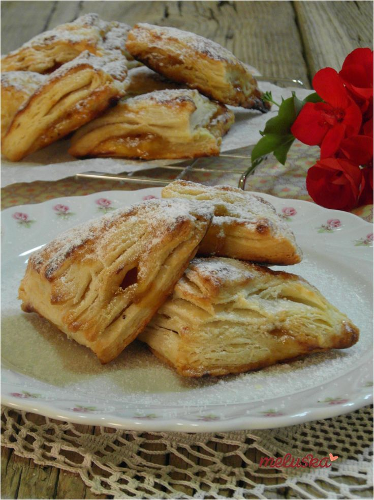 Baracklekváros, mini párnacsücsök leveles-vajas tésztából