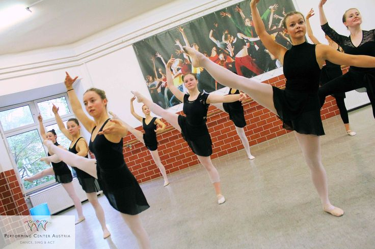 Today, the students of the Performing Academy start in the new academic year 2017/18 in the musical theater section. #dancing #singing #acting #musical #theater #instadaily #dynamic #instagood #academic #webstagram #happy #passion #student #fun #energy #artists #instalike #exciting #success #power #vienna #performingacademy @performingcenteraustria