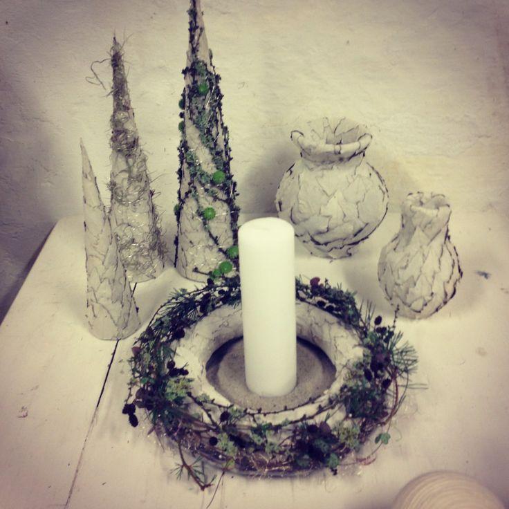 "Juletræer, krukker og krans af sølvpoppel fra ""Bonderosen"" julen 2013"