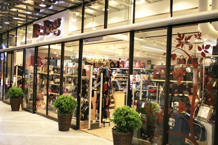 Myymälämme sijaitsi 26 vuotta BePOPssa, Porissa. Muutimme Kauppakeskus Puuvillaan syksyllä 2015.
