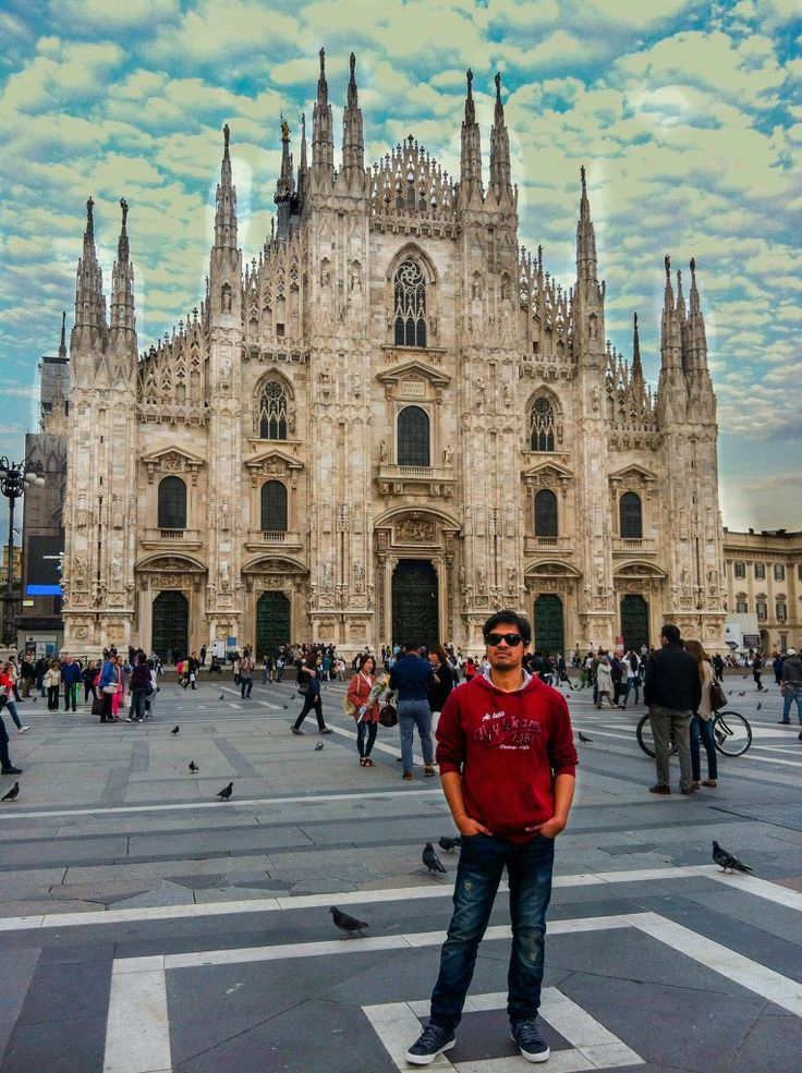 This time its Milan.  #milano #duomo #centro #italy  Location: Doumo di Milano.