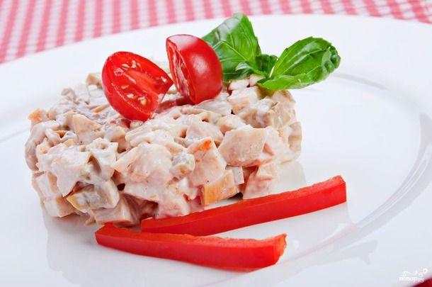 """ИСТОЧНИК - http://www.liveinternet.ru/  Вот несколько салатов, остальное на сайте.  1. Салат """"Цветок"""" - http://povar.ru/  Ингредиенты:  Салат зеленый, пучок — 2-3 Штук"""