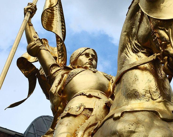 ジャンヌがサン・オーギュスタン要塞を攻略したその夜、ジャンヌは自身が参加していない作戦会議で、これ以上の軍事行動を中止することが決められたことを知ります。しかし、ジャンヌはこの決定を無視し、5月7日にはイングランド軍の拠点であるレ・トゥレルへの攻撃を主張しました。