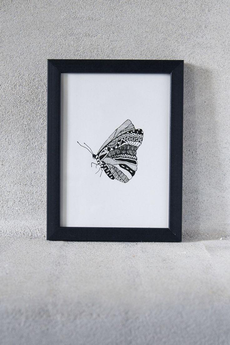 Illustration af sommerfugl sort/hvid print Illustration of a butterfly black/white in frame   Photo: Camilla Hey
