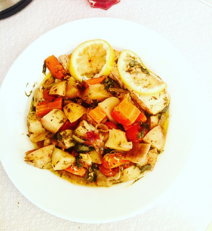 Det gäller att ta tillvara på det fina vädret😎👍☀️ ...så grillning ikväll igen; Det blir laxpaket på grillen med laxfilé, potatis, morötter, fänkål, rödlök, körsbärstomater, babyspenat, citron, honung, citronpeppar, chilipulver, paprikapulver, torkad dragon, finhackad dill, olivolja, salt & peppar!👨🍳🍽 En grillad citron passar bra till med!🍋