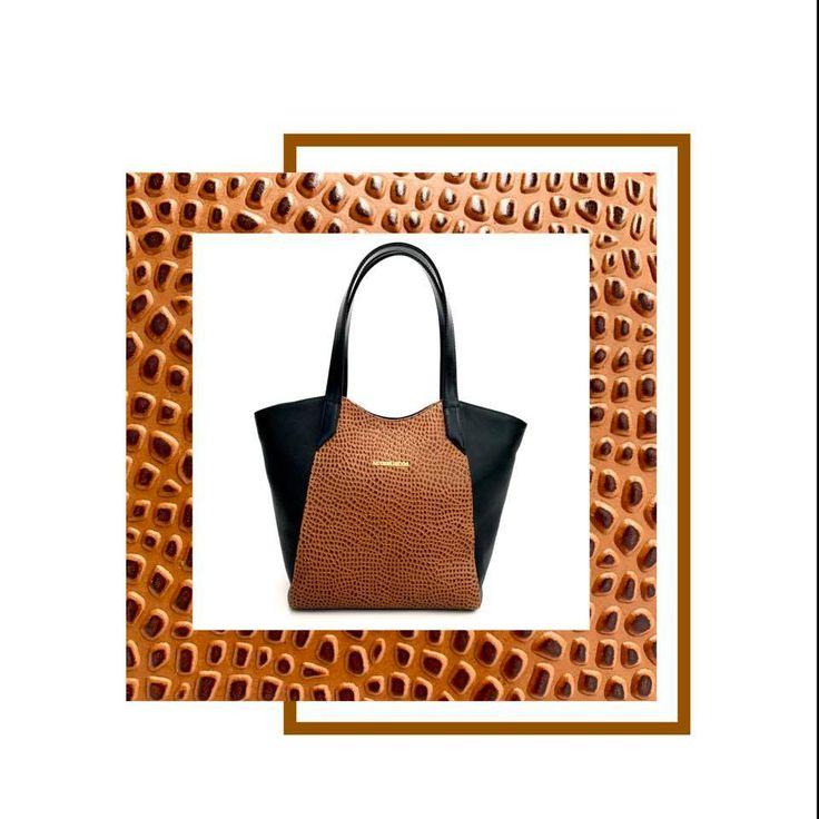 Bolso 1046 en cuero vacuno elefante con detalle en grabado piedras. Disponible en nuestras tiendas a partir del jueves: Parque La Colina, Unicentro,Santafé,Palatino,Titán Plaza, Gran Estación y Salitre plaza. Disponible desde ya en tienda online: http://bit.ly/Bolso1046miel #marruecos1986 #purocuero #realleather #handmade #hechoamano #fashion #bolsos #style #stylish #handbags #handbagsaddict #handbagoftheday #baglovers #fashionblogger #fashionpost #fashiongram #fashionlover #fashiondesigner…