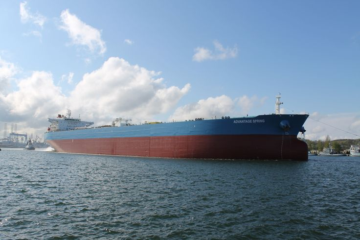 The 274.5 meter long and 48 meter wide oil tanker underwent standard maintenance and dock repair, including the dismantling of the shaft and screw.
