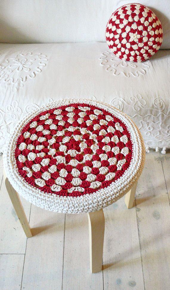 Crochet Stool Cover red and ecru por lacasadecoto en Etsy