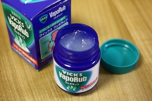 O Vick Vaporub é uma pomada utilizada há décadas para aliviar a tosse e outros sintomas do resfriado comum, mas ele também tem outros usos surpreendentes.
