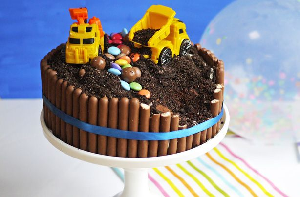 Digger cake is SO easy to make, but so effective - whether you've made your own sponge or decoarting a shopbought cake. Taming Twins blogger Sarah Barnes uses crushed Oreos to make convincing 'rubble' and having chocolate fingers all round the edge helps to keep the 'dirt' in place. Your little one is going to love this chocolate covered cake! Add your child's favourite digger toys (preferably washed) and watch their face light up when you present this to them on their special day. Great…