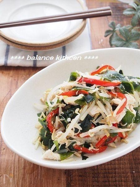 低脂肪・高たんぱくのささみ、食物繊維やミネラル豊富なわかめ、野菜のビタミンだっぷりのヘルシーサラダ。  低カロリーながら、栄養バランス満点です。