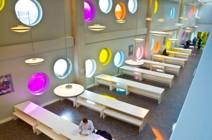 gebruik van gekleurd plastic voor ramen  KLEIN architecten | Hotelschool Noorderpoort Groningen