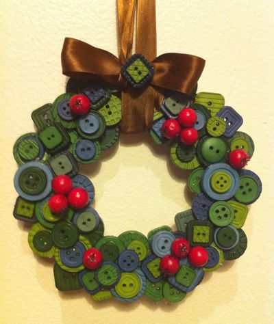 Sweet Button Wreath | Rit Fabric Dye Clothing Dyeing. I am making one this year!