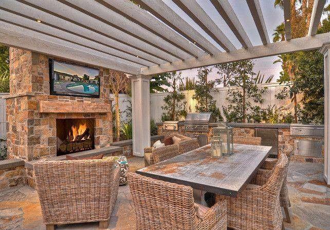 berdachte terrasse mit toller sitzgruppe und kamin deko. Black Bedroom Furniture Sets. Home Design Ideas
