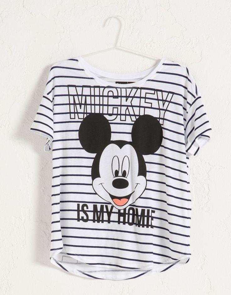 T-shirt BSK estampado Mickey Mouse. Descubra esta e muitas outras roupas na Bershka com novos artigos cada semana