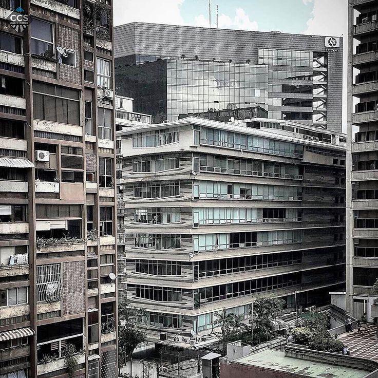 Te presentamos la selección del día: <<ARQUITECTURA>> en Caracas Entre Calles. ============================  F E L I C I D A D E S  >> @gian_marco_tani << Visita su galeria ============================ SELECCIÓN @mahenriquezm TAG #CCS_EntreCalles ================ Team: @ginamoca @huguito @luisrhostos @mahenriquezm @teresitacc @marianaj19 @floriannabd ================ #arquitectura #Caracas #Venezuela #Increibleccs #Instavenezuela #Gf_Venezuela #GaleriaVzla #Ig_GranCaracas #Ig_Venezuela…