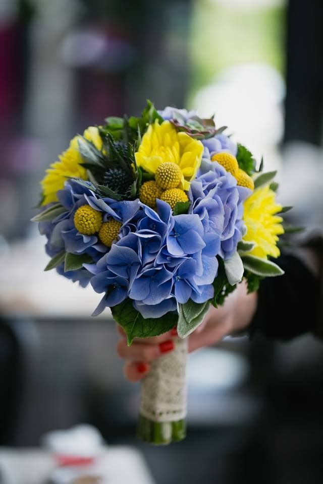 Bouquet de mari e hortensia bleu dahlia jaune crap dia for Bouquet de fleurs jaunes