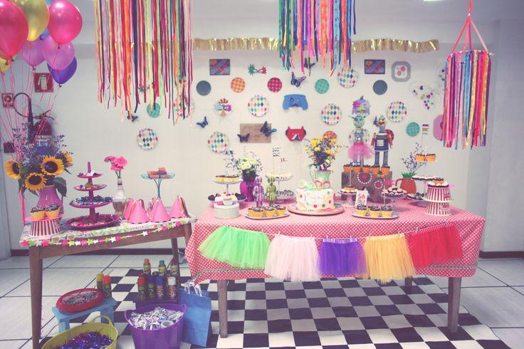 Alegre, delicado e criativo. Assim foi o aniversário da Maria Clara, 6 anos, produzido pela Docoração do Baile. Separe sua fantasia e venha conferir os detalhes com a gente: