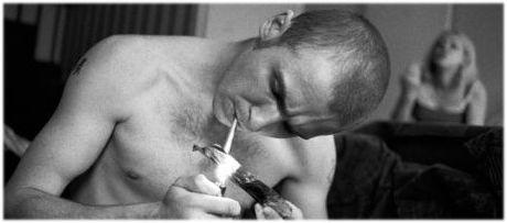 Guy Rauchen Crystal Meth und Masturbieren