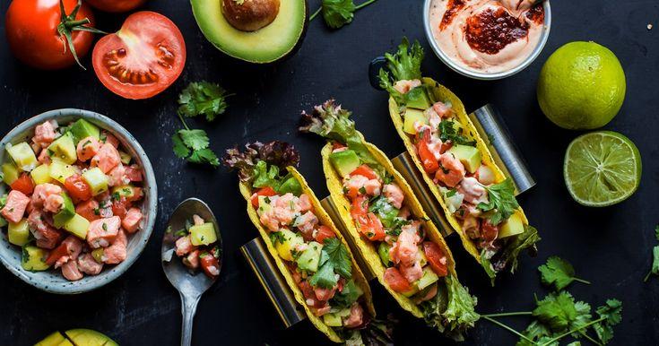 Fish taco är en riktig höjdare! Fyll tacon med ceviche gjord på lax, hackade grönsaker, vitlök, koriander och pressad lime.