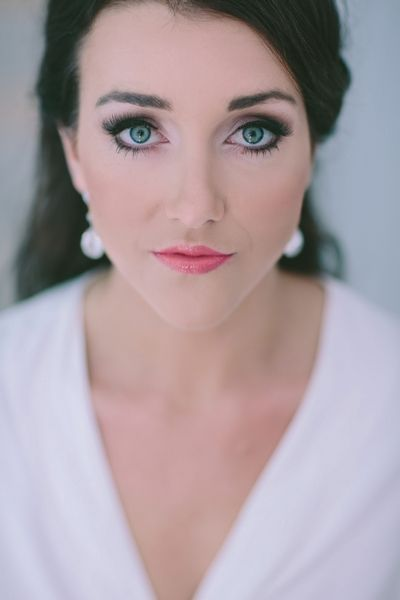 gorgeous #bride #cat-eyes #makeup #wedding #classic #beauty #portrait #brunette