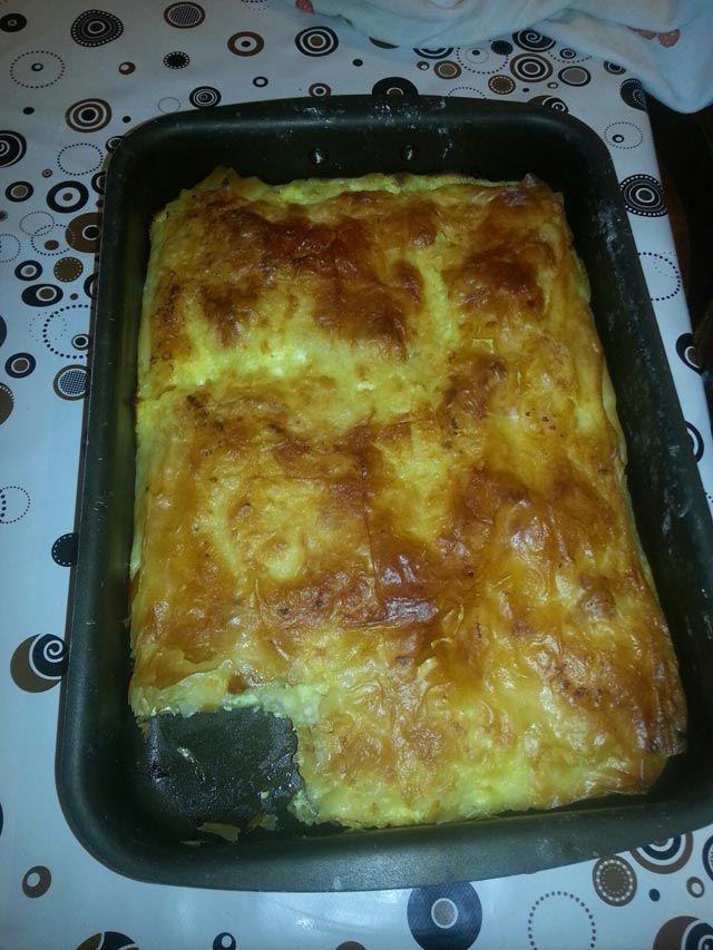 Savršeno laka za pripremiti a uvijek tako ukusna i sočna. Umutite jaja sa sirom, mileramom i praškom za pecivo. Dodati kiselu vodu i ulje i dobr...