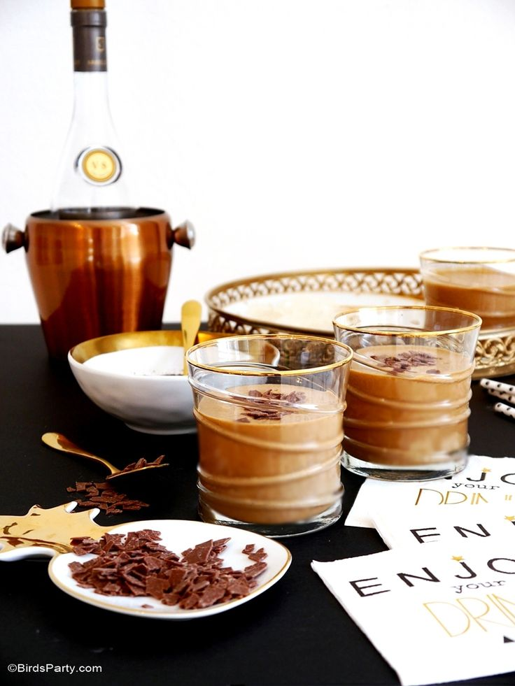 Party Cocktail - Homemade baileys Recipe! So tasty and a great gift for Christmas and Holiday hampers!