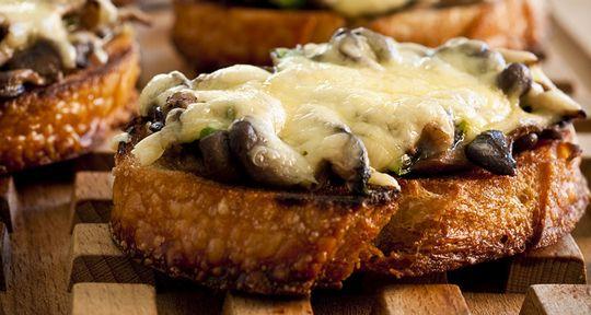 Receita Dedo de Moça: Bruschetta quente de Cogumelos com Queijo Ementhal