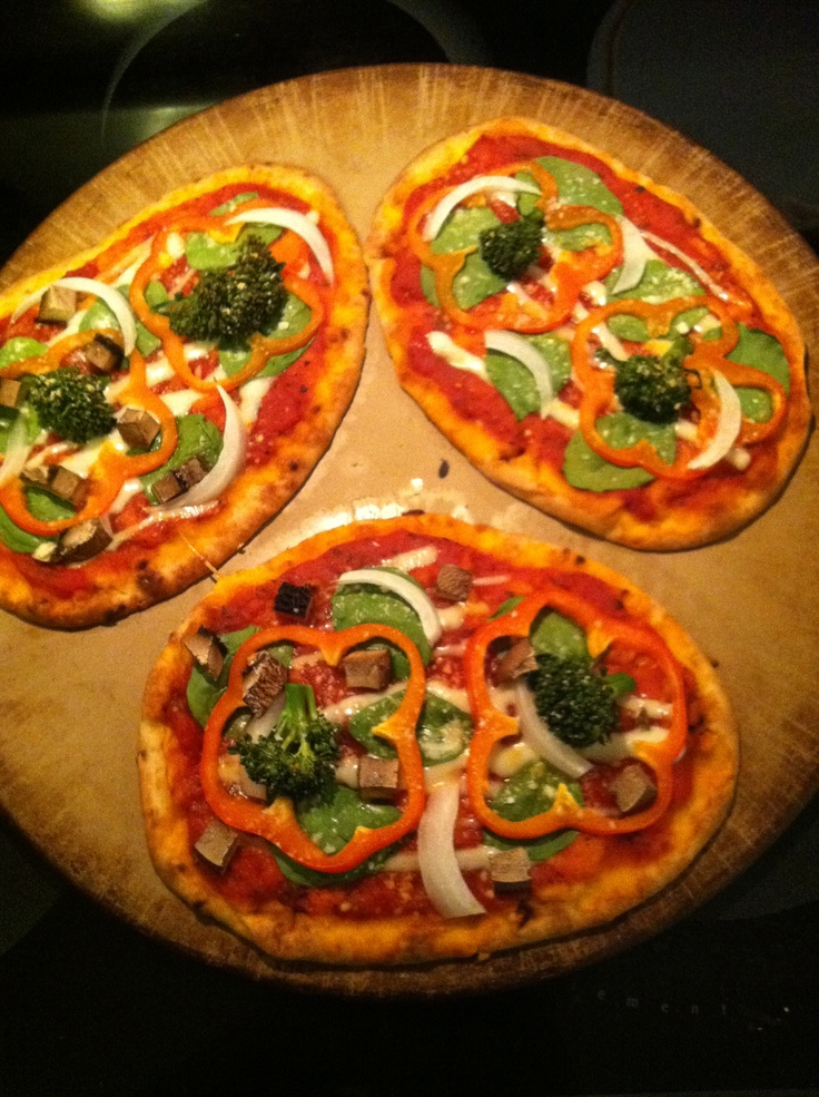 Homemade Veggie Flat Bread Pizza! Yum! | Food | Pinterest
