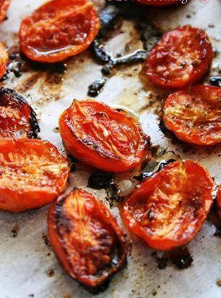 Ecco per voi la ricetta per fare degli ottimi Pomodori confit, , un contorno gustoso e particolare, faremo caramellare i pomodori in forno con le spezie per un'ora e mezza.