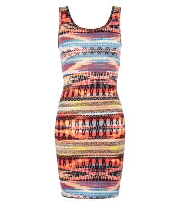 Go for a look thats effortlessly bang on trend with this hot to trot tribal print mini dress. Perfect for that night out on the town with chunky wedge sandals and a statement silver necklace.