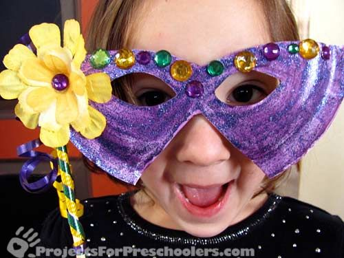Crafts diy children preschool munchkins mardi gras mask for Mardi gras masks crafts