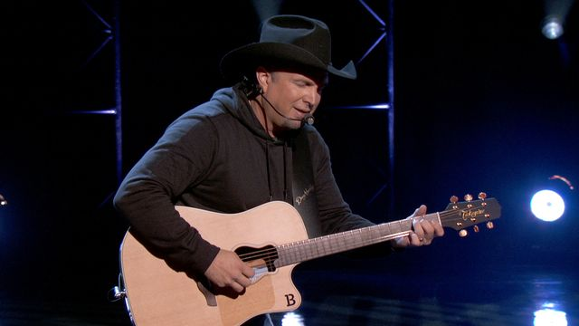 Garth Brooks announces 2014 as 'The Year of Sevens'