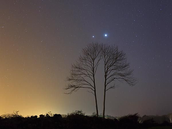 Venus and Jupiter will peak in a conjunction on Thursday night, but if you're on the east coast you can see it right now!