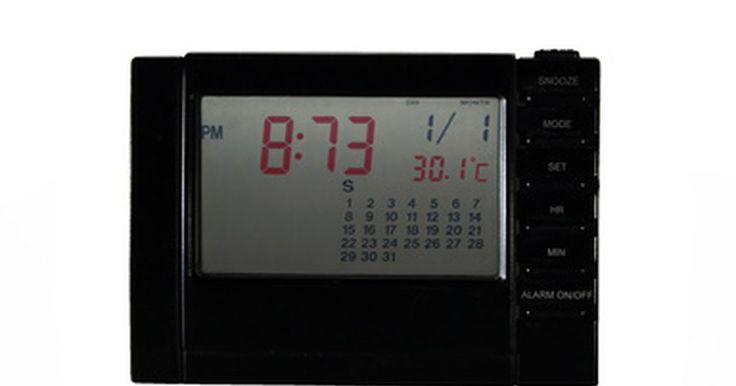 Componentes de un reloj de pared digital . Los relojes de pared digitales son una alternativa moderna a los relojes de pared analógicos tradicionales. Se ven modernos, no hacen ruido y con frecuencia tienen grandes pantallas numéricas que son fáciles de leer. Mientras que las características pueden variar de un reloj a otro, algunos ofrecen características adicionales, tales como la ...