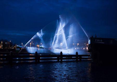 水と光で作った幽霊船