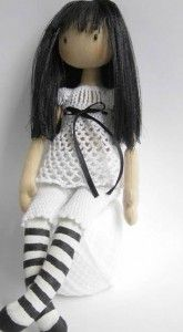 Yo no se a vosotros, pero a mi las muñecas Gorjuss me encantan, y como supongo que no seré la única, hoy traigo el patrón de esta preciosa Gorjuss para que la hagáis en tela. De un mismo patrón se puede sacar muchísimos modelos cambiando la ropa o el estilo. Ahí ya entra la creatividad e