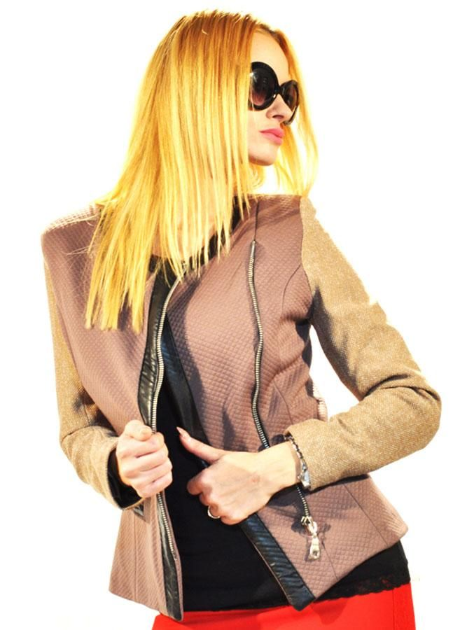 Sacou Dama Checked  -Sacou dama casual-elegant  -Combinatia unica de culori si materiale, ii da o nota aparte, ce va va face remarcata in orice moment.  -Detaliu se inchide cu fermoar  -Insertie de latex     Lungime: 56cm  Latime talie: 37cm  Compozitie: 50%Bumbac, 50%Poliester