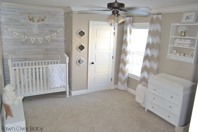 Rustic Chic Neutral Nursery - we love the white-washed pallet wall!Chic Neutral, Rustic Chic, Projects Nurseries, Neutral Rustic, Gender Neutral, Neutral Nurseries, Wood Wall, Accent Walls, Room