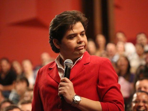 Visão La Flora: Humorista Gustavo Mendes é agredido durante show e...