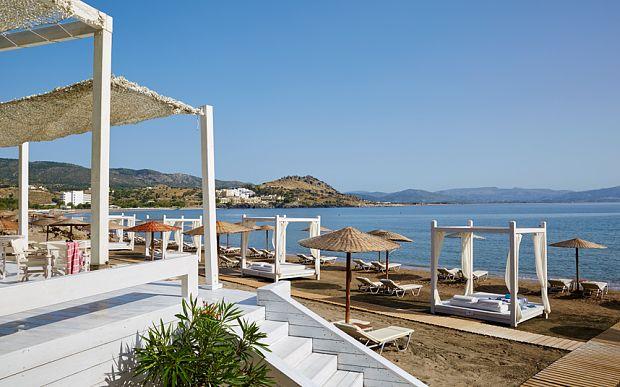 """Τα Top 10 παραλιακά ξενοδοχεία στην Ελλάδα, παρουσιάζει το """"The Telegraph"""""""