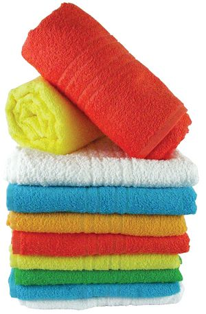 Au fil du temps, des serviettes s'accumulent détergent et d'assouplissant, les rendant incapables d'absorber autant d'eau et l'odeur funky. Rechargez-les en les lavant une fois avec de l'eau chaude et un tasse de vinaigre, puis une seconde fois avec de l'eau chaude et une demi-tasse de bicarbonate de soude