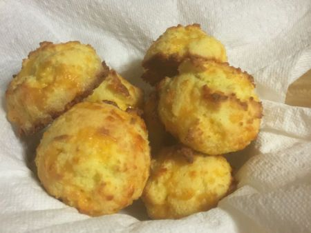 Buttery Garlic and Sharp Cheddar Biscuits - Low Carb