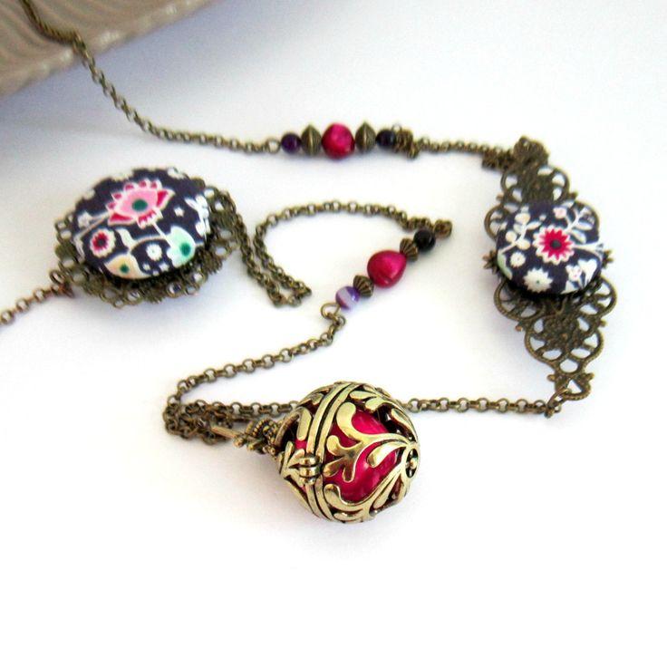 Bola de grossesse bohème folk bronze, violet fuchsia, cadeau femme enceinte, cabochons tissu fleuri : Collier par color-life-bijoux