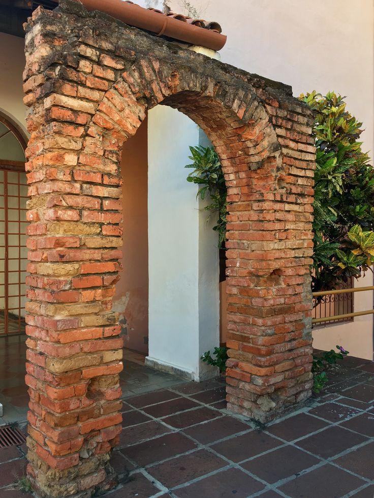 Arco en el patio de casa Viola de Asunción-Paraguay