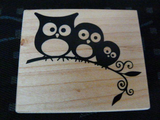 Holzstempel mit 3 Eulen auf einem Ast  Gummistempel  Größe des Stempels: ca. 7,50 cm x 6,00 cm   Hersteller und Bezug: Artemio