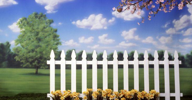 O custo de cercas de madeira versus cercas de vinil. Quando se pensa sobre que tipo de cerca instalar, o custo é um fator importante. Madeira e vinil são dois materiais comuns na indústria de cercas. O custo de ambas envolve material e mão-de-obra. Os seguintes fatores são para você refletir se prefere instalar uma cerca de vinil ou de madeira.