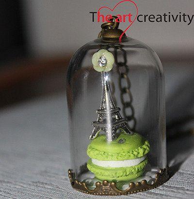 Collana con ampolla in vetro, Torre Eiffel e maccaron in fimo. #collana #Parigi #charms #fimo #fattoconilcuore #handmade #pastapolimerica #verde #bianco #Eiffel #flower #fiore #ampolla #vetro #collana